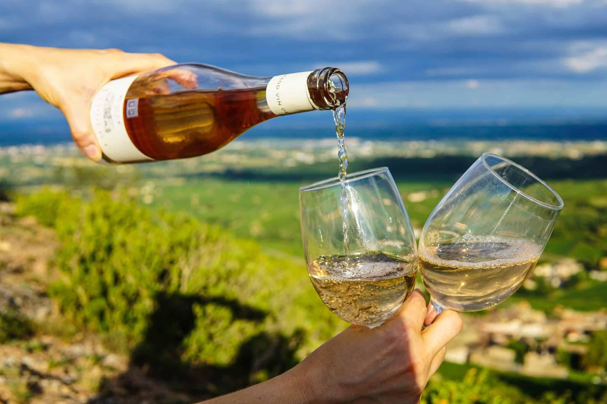 Las Ocho Reglas de Oro al Servir Vino